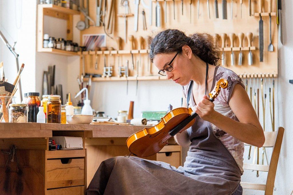 Im »Meisteratelier für Geigenbau« Veronika Dreysse   Carsten Hoffmann / Bamberg