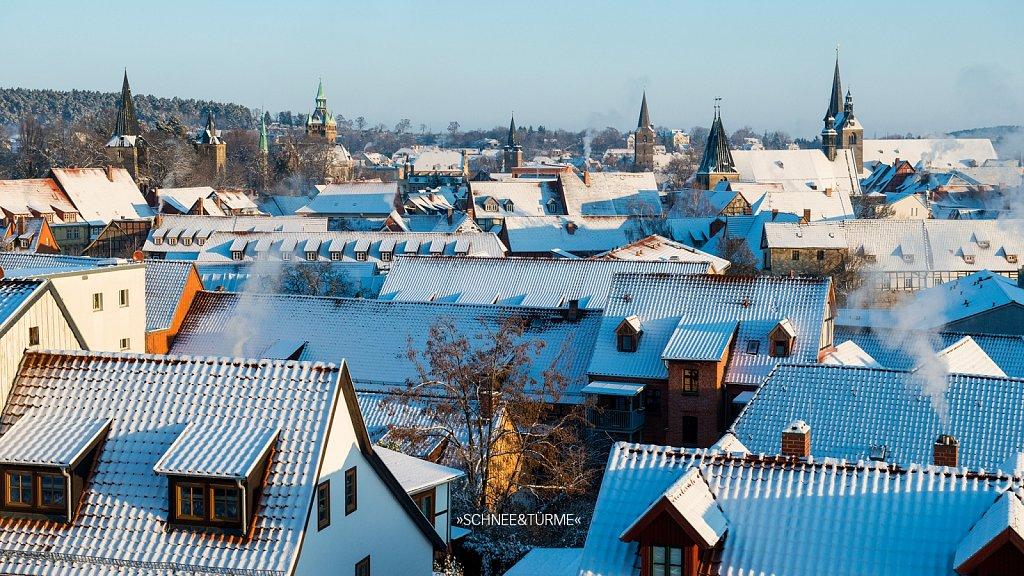 Blick über das Schneebedeckte Quedlinburg